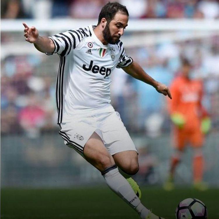 """""""No me enojo. Es mejor que sigan esas críticas antes de cada partido, así después en cada partido hago un gol"""", deslizó el Pipa."""