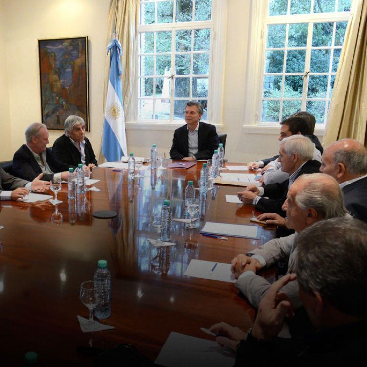 Macri planea una cumbre con las nuevas autoridades de la CGT unificada: Hugo Moyano,Antonio CalóyLuis Barrionuevo