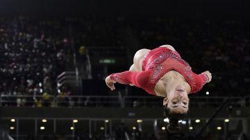 Acrobacia de la norteamericana Alexandra Raisman (AFP)