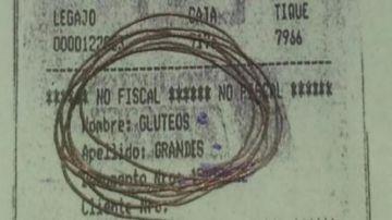 """Boleta donde muestra la discriminación hacia la consumidora por """"sobrepeso""""."""