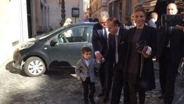 Así llegaba Carlos Menem al Vaticano, donde esta mañana se reunió con el Papa Francisco.