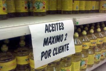 En algunos supermercados sólo dejan llevar 2 aceites por persona y/o grupo familiar.