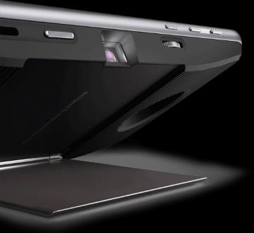 Se transforma en un proyector para cualquier superficie plana.