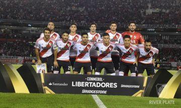Formación titular de River Plate antes del comienzo del partido