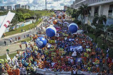 Brasilia en llamas: incendian ministerios y Temer convoca al Ejército para frenar su caída
