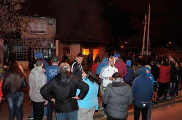 Los vecinos hacen justicia por manos propias e Incendian la casa del delincuente