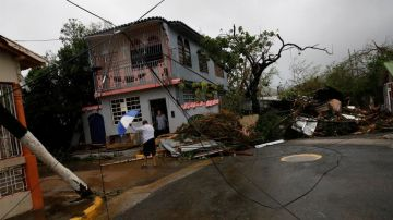 El Huracán María en Puerto Rico. Foto Reuters / Carlos Garcia Rawlins