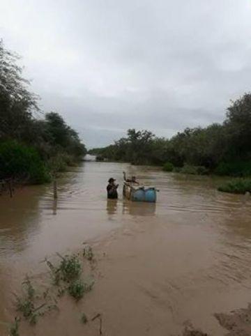 Pobladores afectados por el temporal.