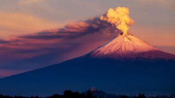 """Fuerte erupción del volcán """"Vesubio"""""""